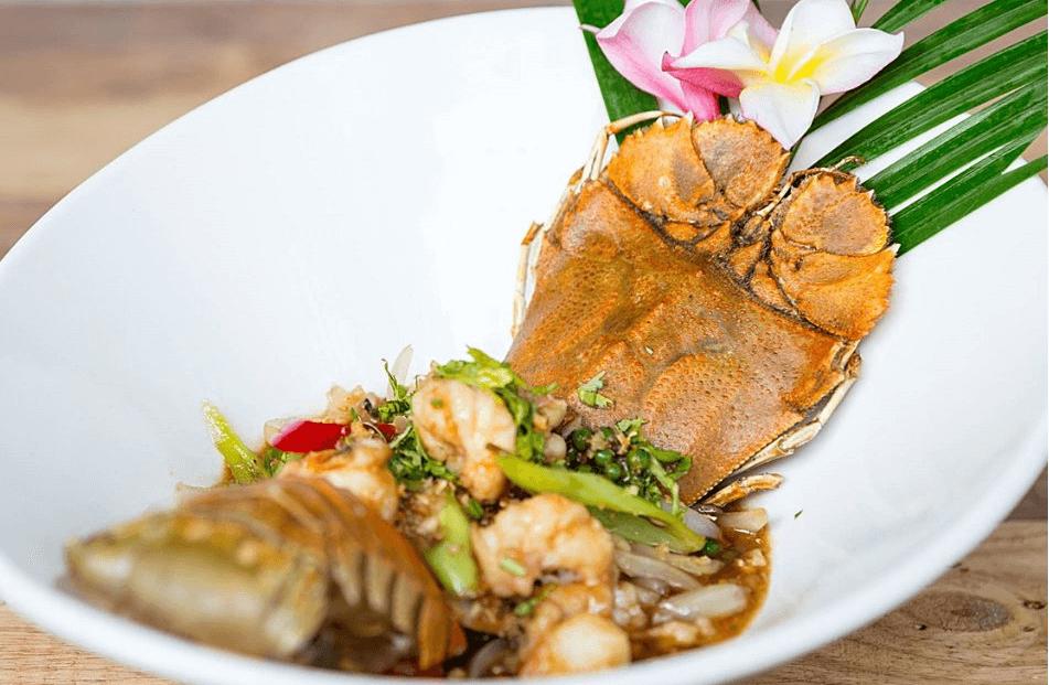 Ăn trưa ở Pattaya
