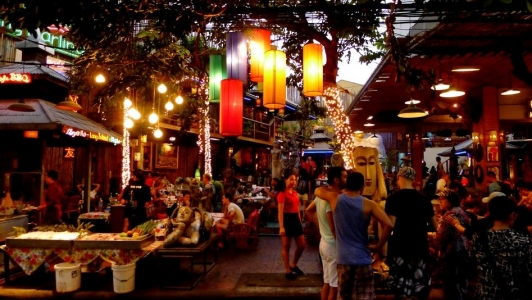 - Đường Soi Rambuttri (song song với đường Khao San)