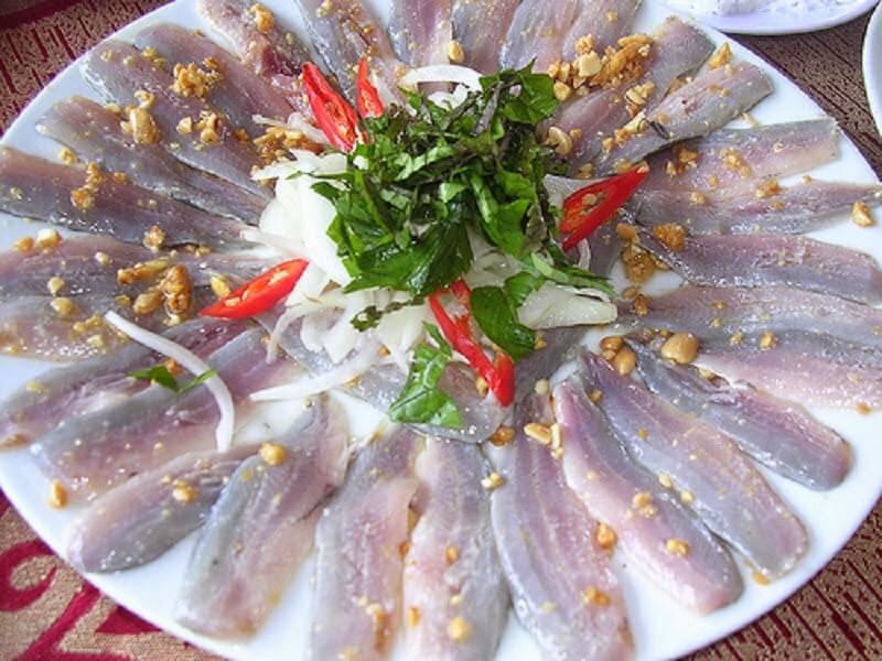Ăn chơi ở Quảng Bình: Gỏi cá nghéo