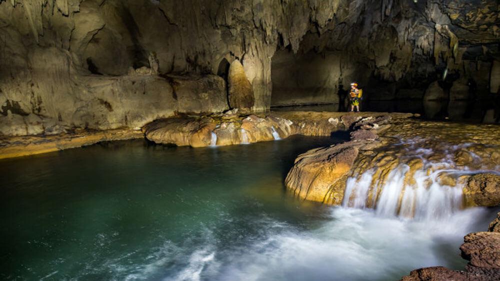 Khám phá hang Tú Làn Quảng Bình